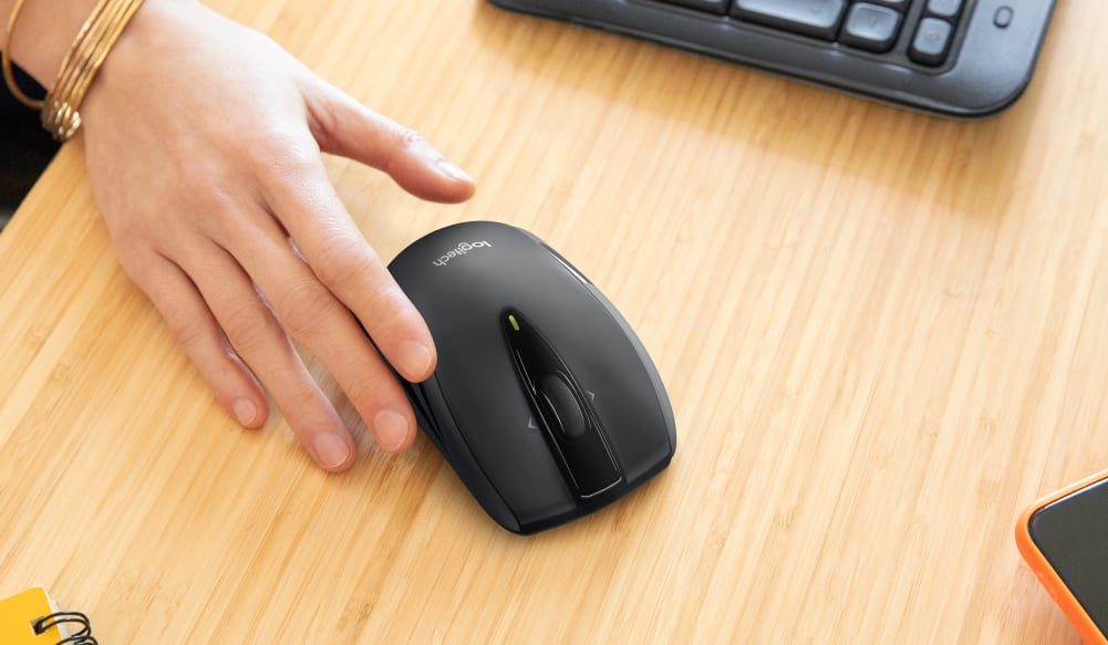 right hand on M545 mouse