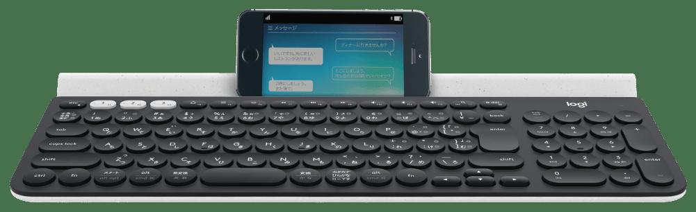 クレードル内蔵キーボード上のスマートフォン