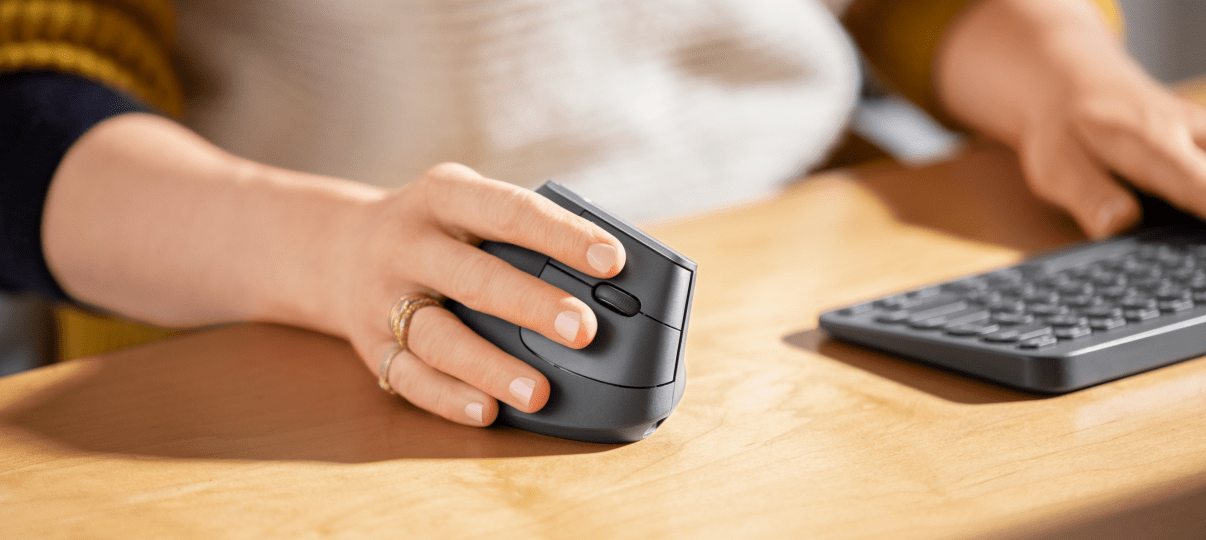 Hand holding on a ergonomic mouse