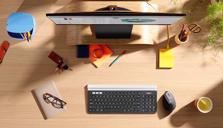 Τοποθέτηση οθόνης, πληκτρολογίου και ποντικιού για τη διαμόρφωση ενός εργονομικού σταθμού εργασίας