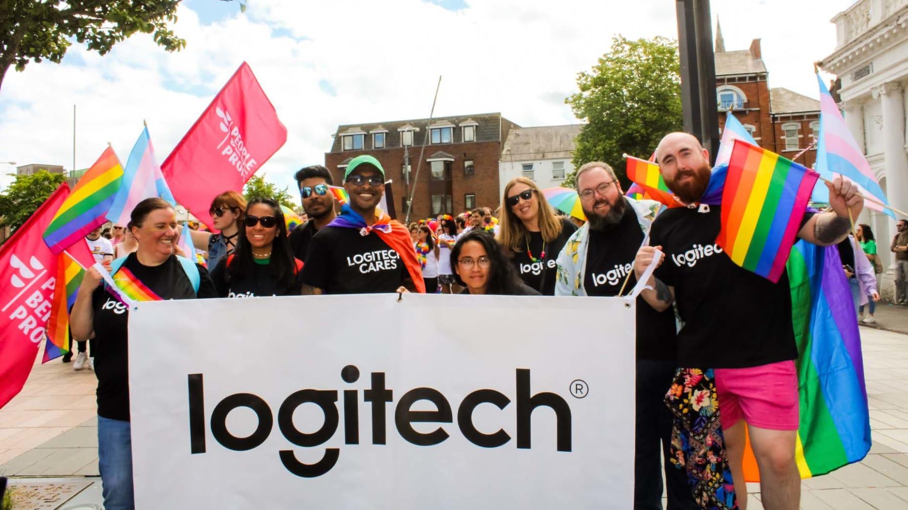 Logitech-gruppfoto med Pride-tema