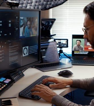 Barış Özcan, kablosuz klavye ve fare kullanan Blogger