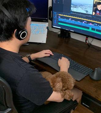 Gao, ergonomik klavye ve fare kullanan Youtube içerik üreticisi