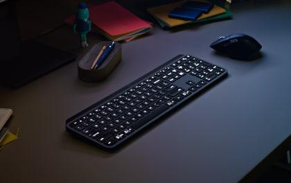 mx-keys-lifestyle-gallery-image-4