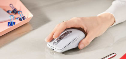 mx-anywhere-3-for-mac-feature-6-hand-mouse-desktop