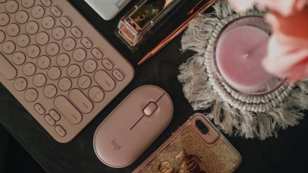Rose K380 and M350 pebble mouse on table
