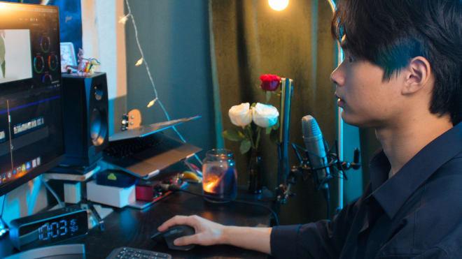 Dolphin, Logitech ürünlerini kullanarak bilgisayarda içerik düzenleyen Video Direktör
