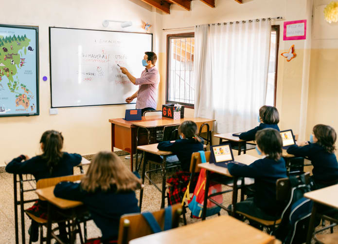 Teaching with a virtual whiteboard camera for better communication and clarity
