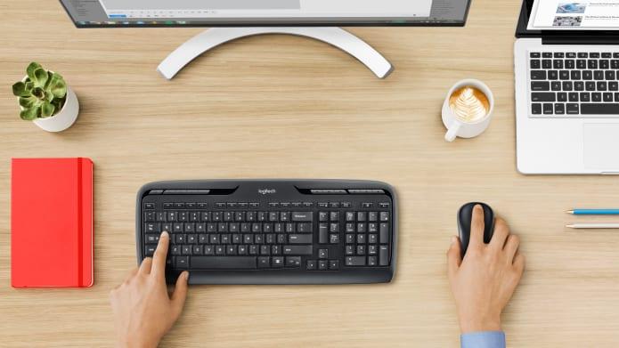 Werkopstelling met draadloze toetsenbord- en muiscombinatie