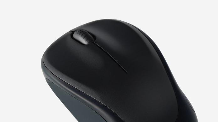 espacio de trabajo con mouse y teclado compactos inalámbricos