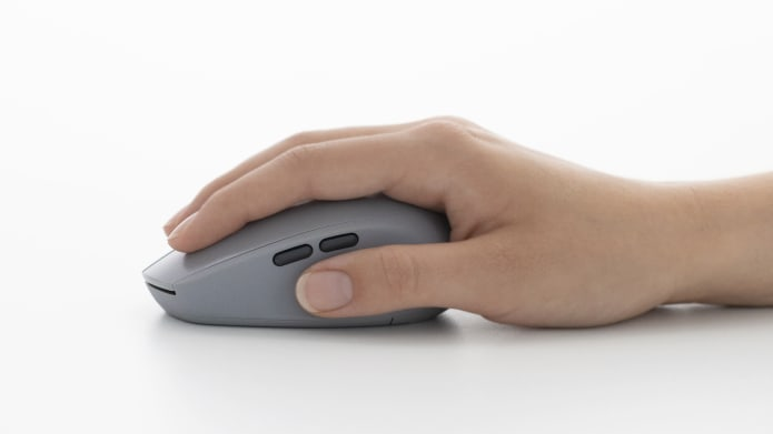 hand gripping mouse with great palm support