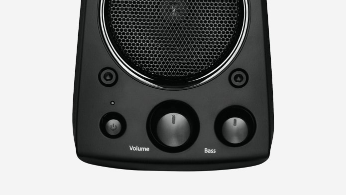 Direct volume and bass control on the speaker