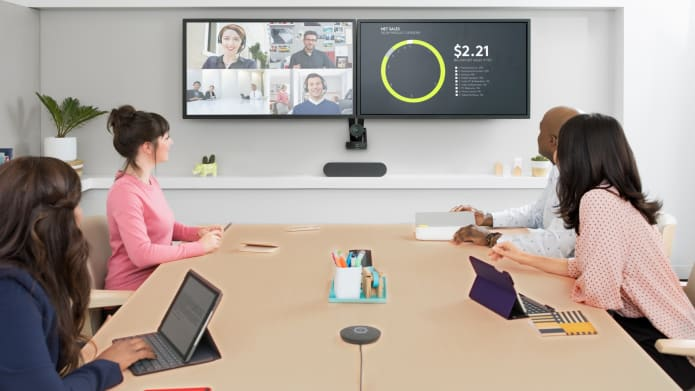 4 people on a video conferencing meeting
