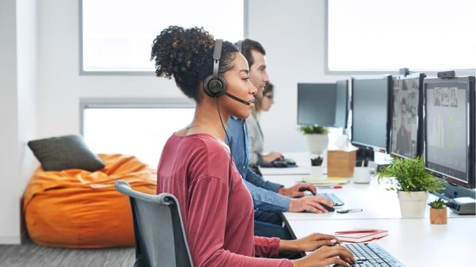 Zestaw słuchawkowy w użyciu w scenariuszu życiowym